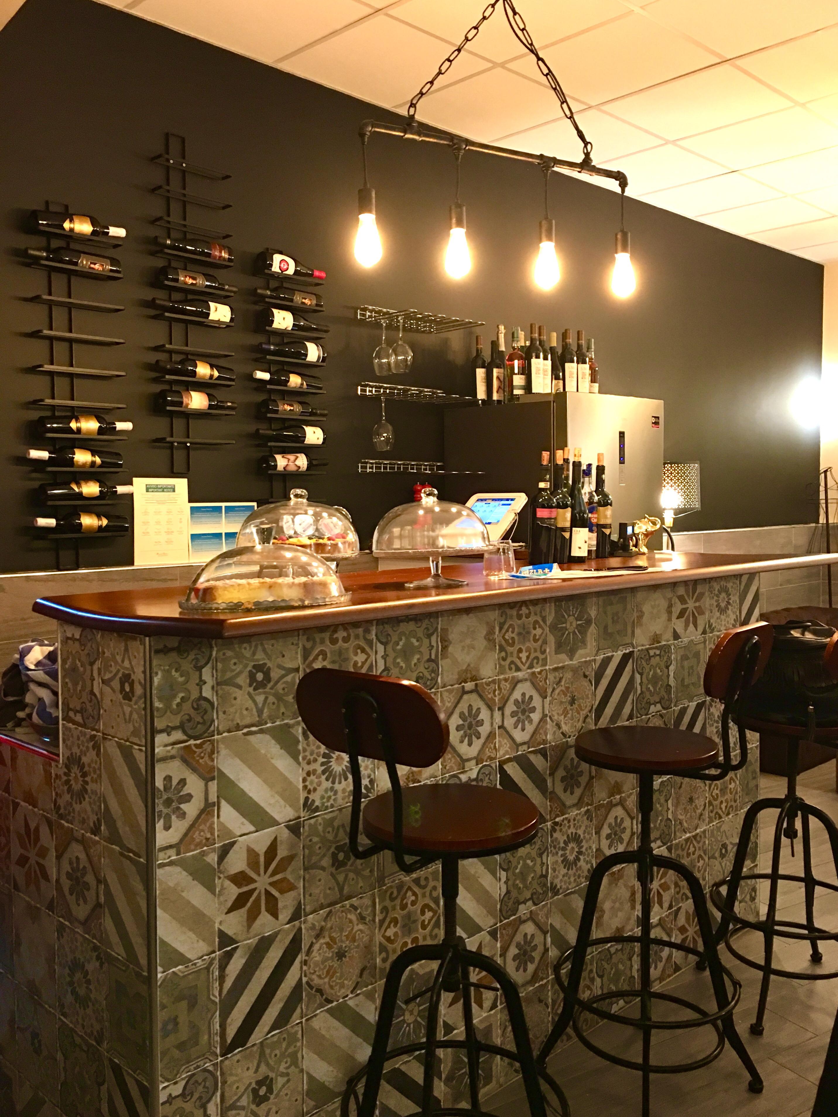 Lo Chef Luca Comanducci si presenta ad ogni tavolo instaurando subito un  legame con i clienti al di fuori dell ambito culinario 0063b91bd15f